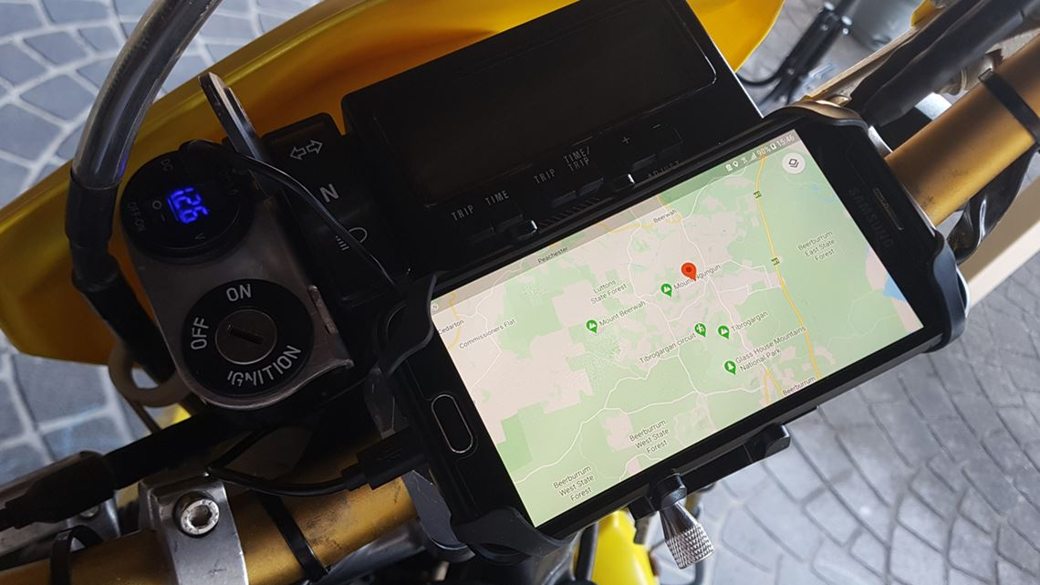 DRZ400 Ignition And Phone Charging Mount With Phone